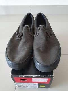 Vans classic-slip on black size 8uk