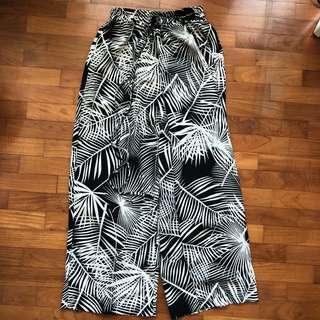 leafy print pants