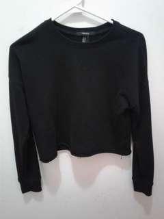 F21 Black cropped raw hem sweater