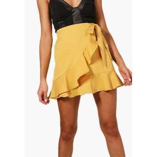 Boohoo yellow Petite Lauren Ruffle Front Tie Waist Mini Skirt Size 8