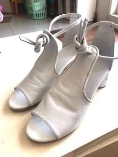 Massicot block heels