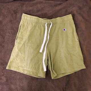 Champion 橄欖綠短褲 男生可穿