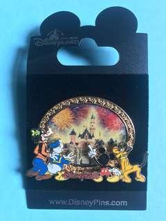 絕版稀有 迪士尼樂園 襟章