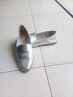 Sepatu silver jalan
