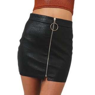 🚚 black leather zip skirt