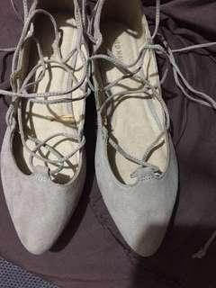 Old navy gladiator flat shoes