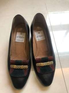 🚚 黑色真皮根鞋 低跟鞋34.5。買太小了 只穿過2次。便宜賣給小腳女
