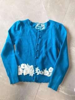 💙高質厚白織花蕾絲荷葉邊💙鮮藍色小公主袖冷外套 good quality thick white embroidered lace ruffles edges sharp blue little princess sleeves cardigan