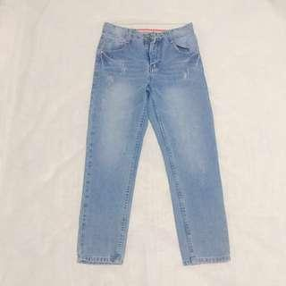REPRICED! Light wash high waisted jeans, size 28