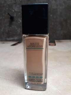 Maybelline Fit Me Foundation (Matte & Poreless). Soft Tan