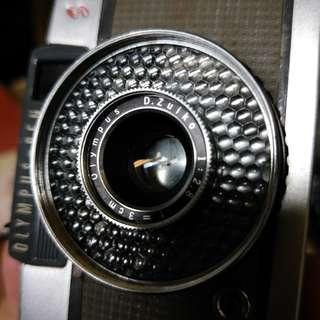 🚚 稀有 半格機 olympus pen EE s f2.8 大光圈 美品 含前蓋 手腕帶