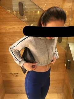 灰色短身衛衣 sporty crop top