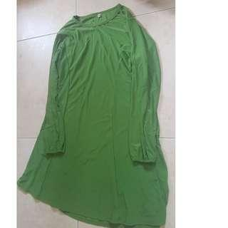 green blouse(almost touching knee) with shawl