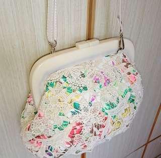 米白色花卉圖案lace 通花手袋手提包側斜