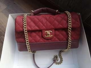 🚚 Fast deal $2400! Authentic Chanel Classic Vanity