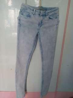 有彈性淺藍牛仔褲