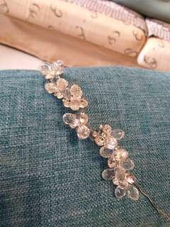 👰《6月新娘系列》水晶編小鑽髮飾。手作品。宴會場也可用。水晶透亮。鋼調軟式可調。直得買。任何場合皆可用。$500