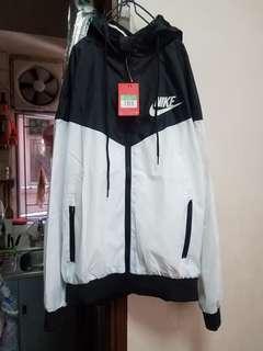 全新Nike連帽拉鏈風褸