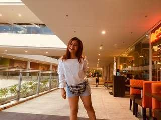 White top & denim shorts terno