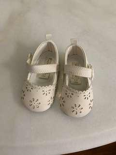 🚚 Baby Girl White Shoes