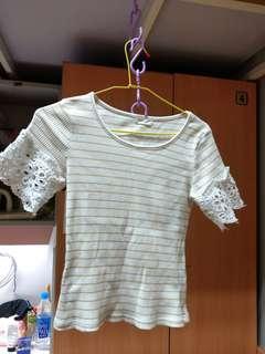 🚚 彈性貼身短上衣(袖口蕾絲設計)