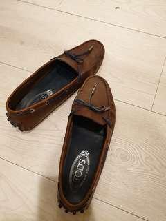 Tods豆豆鞋 咖啡色 皮革質料