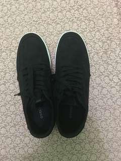 Sepatu h&m beli 400 ribu baru sekali pakai