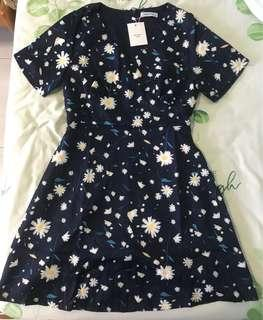 Cheris / Another one floral vneck dress