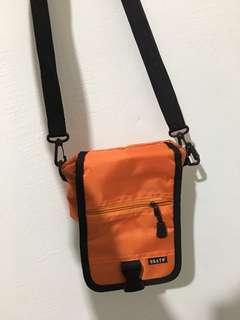 復古橘色小包包