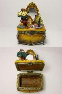 handmade ceramic jewelry box