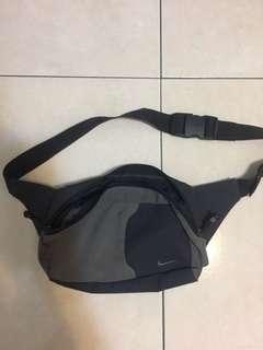 Nike 復古側背小包