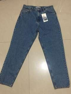 ZARA MOM JEANS OVERRUN IN VINTAGE (SIZE 27-28 and 29-30)