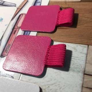 🚚 Adhesive pen loop in hot pink