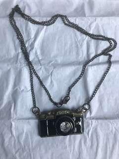 🚚 Camera Necklace