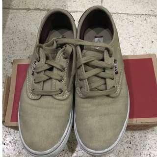 bb7f3cef88 Vans kids shoes 4Y