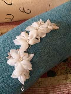 👰《6月新娘系列》網紗花加鑽葉髮插髮飾。手作品。宴會場也可用。純白清新脫俗。任何髮型都好看。$500