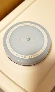Free Plus face powder 柔光蜜粉