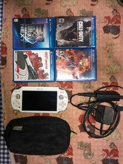 PS vita 1006 連 4隻game 小玩 9成新
