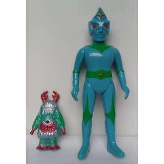 (寄賣品)銀河連邦 電光科學人搪膠及怪獸仔一隻