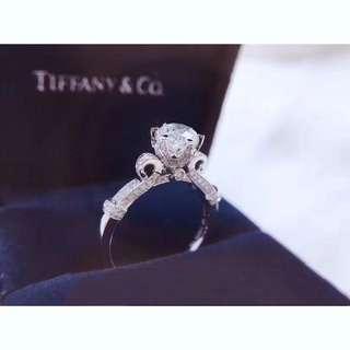 1卡求婚戒指💍18K白金鑽石戒指 精工鑲嵌 上手大方 求婚戒指 生日禮物 情人節