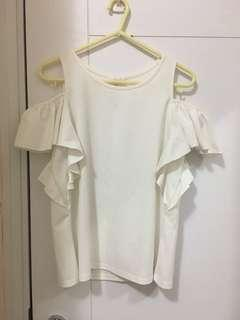 白色露肩上衣 white off-shoulder top