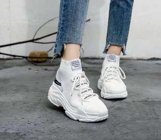 Chunky White Sneakers  size 9 #SwapCA