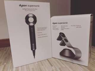 🚚 Dyson Supersonic matt black hair dryer with stand