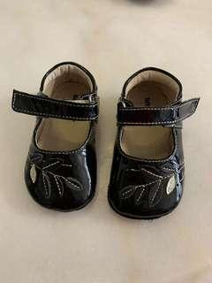 🚚 Mothercare Black Girl Shoes