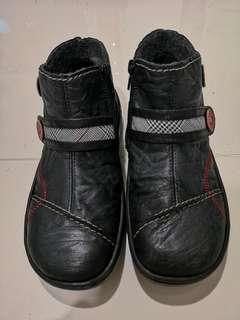 Winter boots with zip & wool lining #EndgameYourExcess