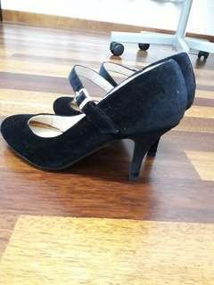 Preloved Black Cover Heels