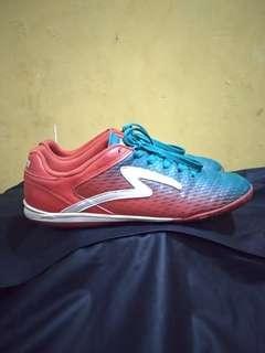 Sepatu futsal specs seth merah