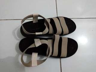 Sepatu Sandal Beige