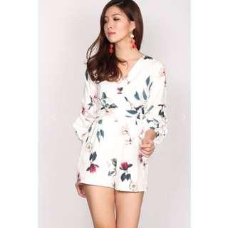 🚚 QUINLAN BALLOON FLORAL WRAP ROMPER IN WHITE (THE DESIGN CLOSETS)