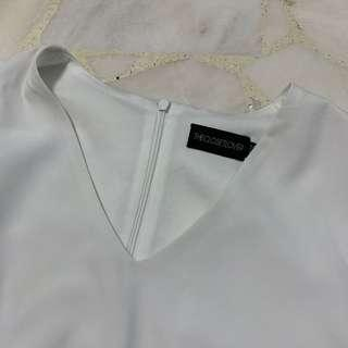 🚚 White flutter sleeve top